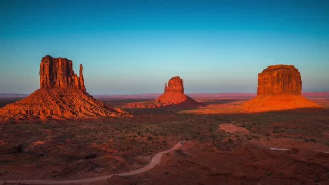time lapse : monument valley at sunset - day to night - monument valley stock videos & royalty-free footage