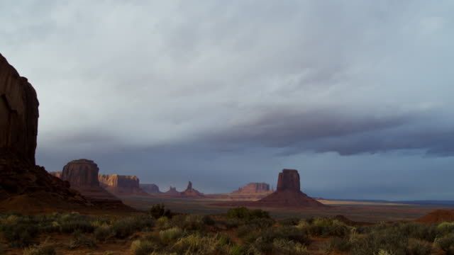 time lapse monument valley cloudscape buttes arizona usa - colorado plateau stock videos & royalty-free footage