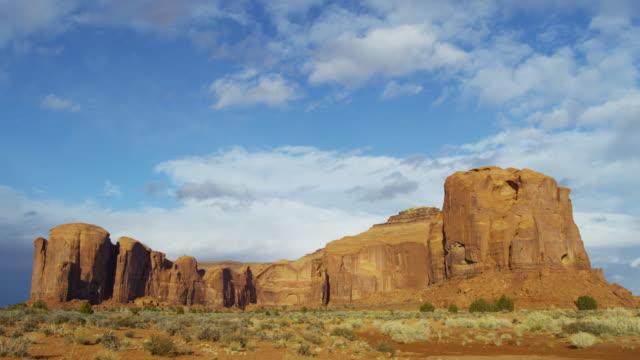 time lapse monument valley cloudscape buttes colorado plateau - colorado plateau stock videos & royalty-free footage