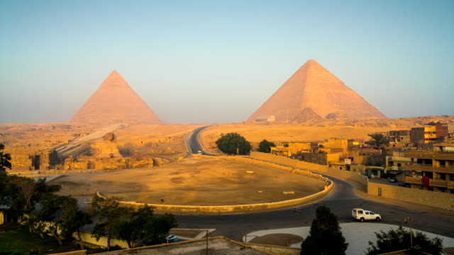 time lapse movie of sphinx and great pyramids at giza, cairo, egypt - pyramid stock videos and b-roll footage