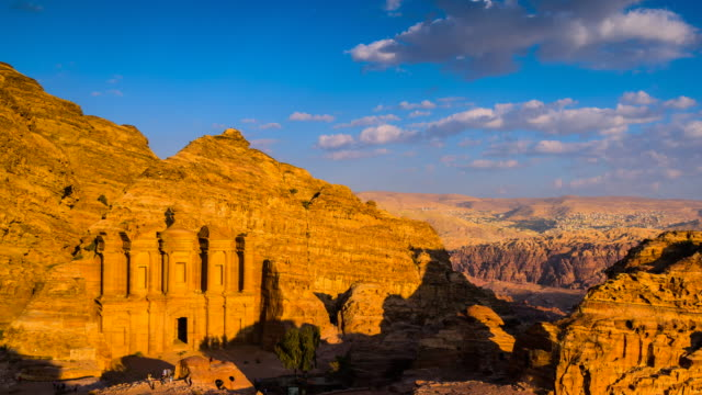 vídeos de stock e filmes b-roll de time lapse movie sunset and moving cloud of panoramic scene of the monastery in ancient city of petra, jordan - petra