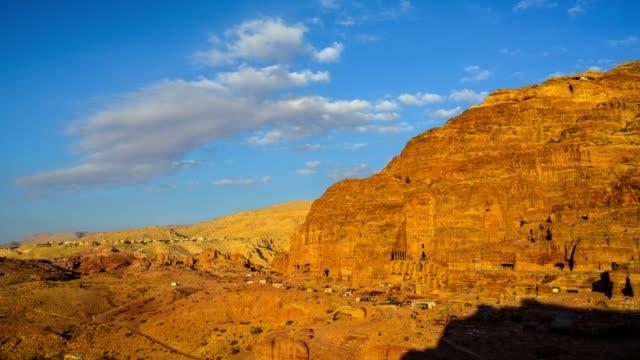 vídeos de stock e filmes b-roll de time lapse movie sunset and moving cloud of panoramic scene the tombs of petra, jordan - petra