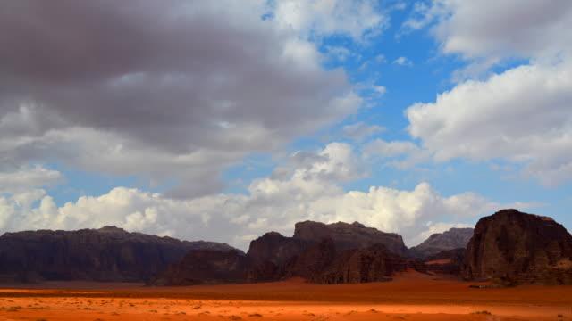 タイムラプス ムービー ワディ ・ ラム砂漠ヨルダンで、それがまた月、ワディ ・ ラムの多くの映画のショットのバレーと呼ばれる - ヨルダン点の映像素材/bロール