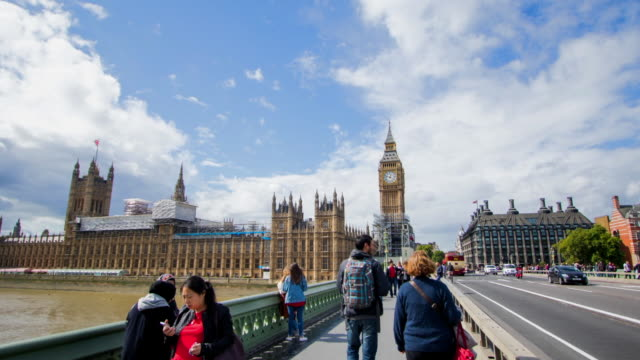 time lapse moving along bridge towards big ben & houses of parliament - big ben stock videos & royalty-free footage