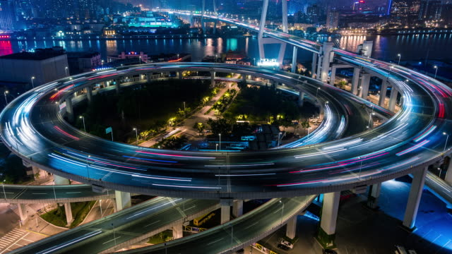 time lapse- nanpu bridge at night, shanghai (ms ha panning) - esposizione lunga video stock e b–roll