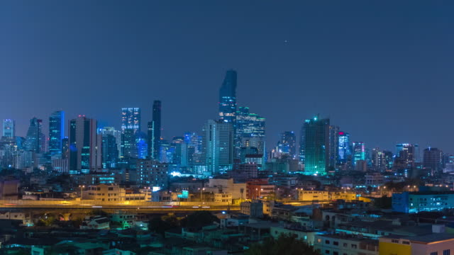 4K Time-lapse: ville de nuit de Elevated View de Sathon District, Bangkok