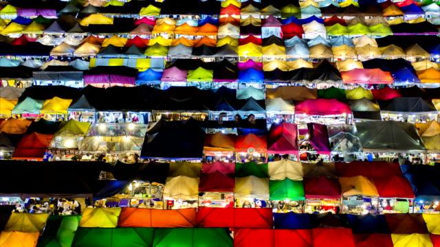 Zeitraffer. Nacht Markt in Bangkok Thailand.
