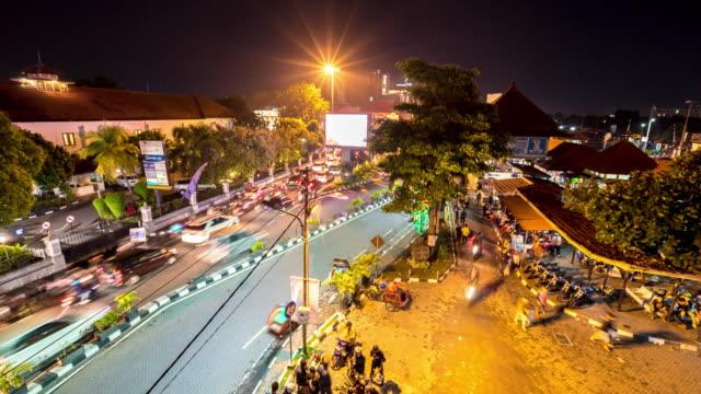 vídeos de stock e filmes b-roll de intervalo de tempo em 4k : mercado noturno de yogyakarta - mercado noturno