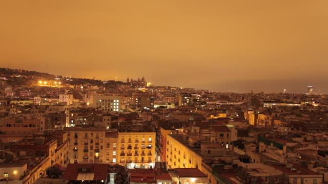 vidéos et rushes de time lapse night shot across the city of barcelona. - quartier