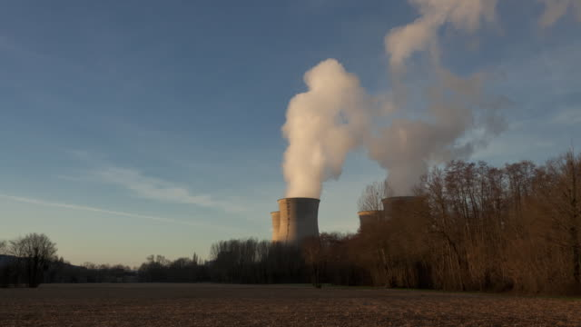 time lapse night to day tracking shot of nuclear plant - dämmerung stock-videos und b-roll-filmmaterial