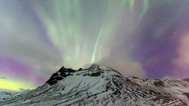 HD Time Lapse : Northern Lights over mountains