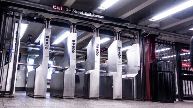 時間の経過: nyc 地下鉄の時間経過 - 自動改札機点の映像素材/bロール