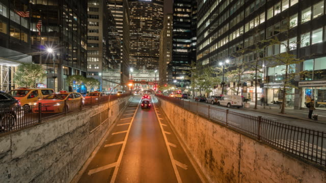 time lapse nyc traffic at night. park ave. tunnel. metlife building. grand central terminal station. - metlife hochhaus stock-videos und b-roll-filmmaterial