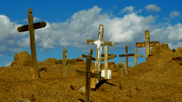 time lapse of 400 year old cemetery at taos pueblo with moving clouds - südwestliche bundesstaaten der usa stock-videos und b-roll-filmmaterial