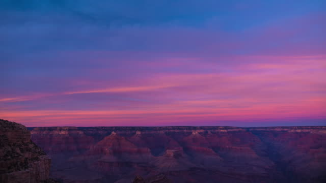 stockvideo's en b-roll-footage met time lapse of a beautiful vibrant red sky sunset over the incredible grand canyon arizona - colorado rivier