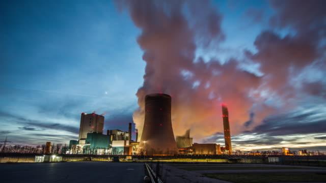 zeitraffer der power kohlekraftwerk - dämmerung stock-videos und b-roll-filmmaterial