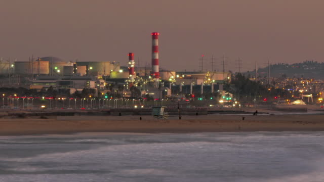 time lapse of a oil refinery and power plant on the california coast - el segundo stock videos & royalty-free footage