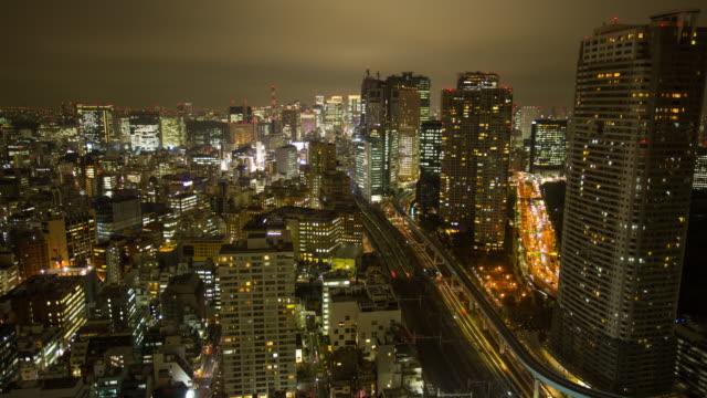 Zeitraffer von Luftbild von Tokio bei Nacht
