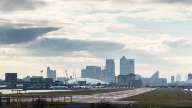 london - circa 2013: time lapse of airplain landing and taking of with canary wharf and the o2 arena in the backgroung - 2013 stock videos & royalty-free footage