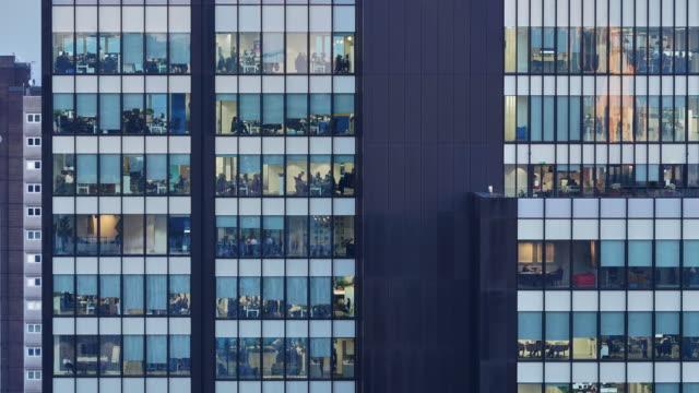 a time lapse of an office exterior filling the entire frame - fönsterrad bildbanksvideor och videomaterial från bakom kulisserna