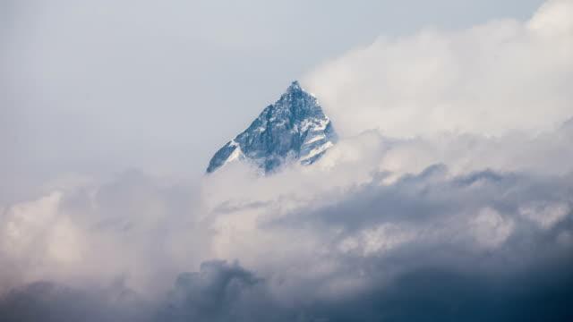 stockvideo's en b-roll-footage met time lapse of annapurna, nepal - annapurna range