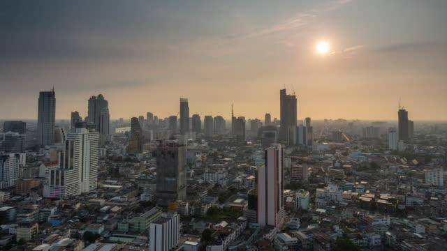 Laps de temps de 4K du paysage urbain de Bangkok au moment du coucher du soleil