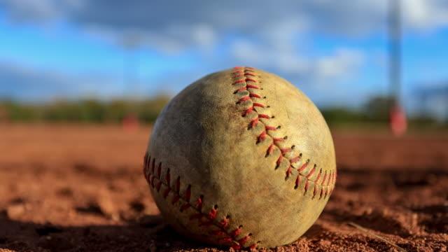 フィールド上の野球のタイムラプス - 野球用グローブ点の映像素材/bロール