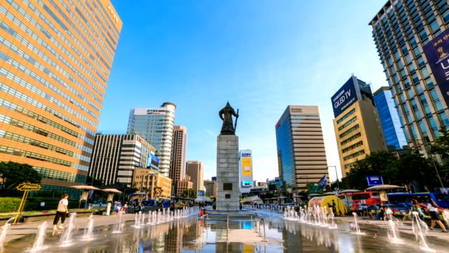 4k time lapse of beautifully color water fountain and office building at gwanghwamun plaza with the statue of the admiral yi sun-sin in downtown seoul,south korea. - heroes stock videos & royalty-free footage