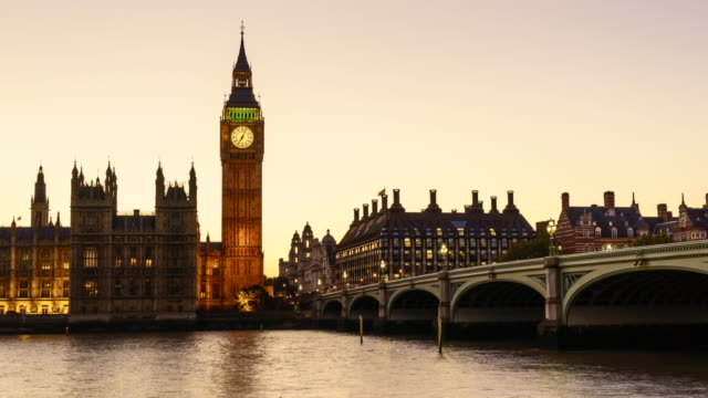 Time lapse of Big Ben and Houses of Parliament at dusk