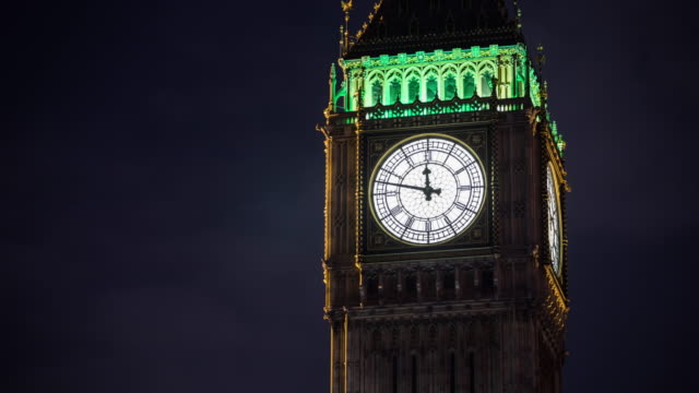 vídeos de stock e filmes b-roll de time lapse of big ben clock tower in london - big ben