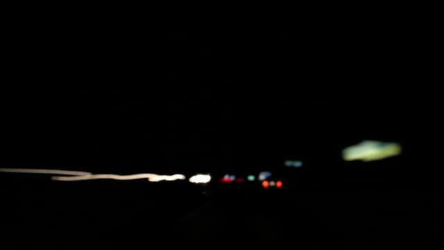 time lapse of blurred car lights at night - 光跡点の映像素材/bロール