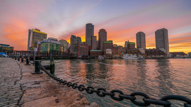 4k time lapse von boston harbor stadtbild aus fan pier park in massachusetts, usa - boston massachusetts stock-videos und b-roll-filmmaterial