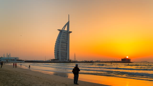 time lapse of burj arab hotel at sunset, day to night - sunset to night time lapse stock videos & royalty-free footage