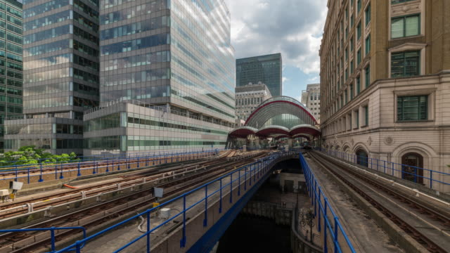 LONDON: Time lapse of Canary Wharf DLR Station