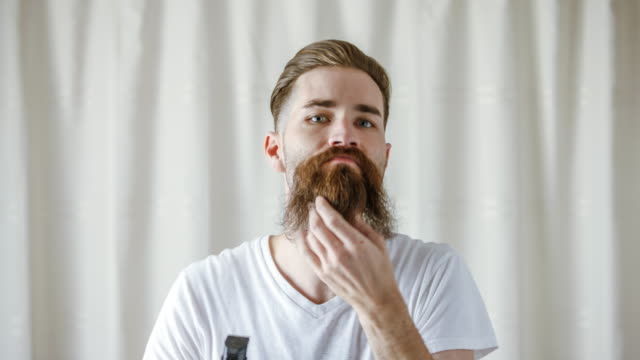 stockvideo's en b-roll-footage met time lapse of caucasian man shaving beard - cut video transition