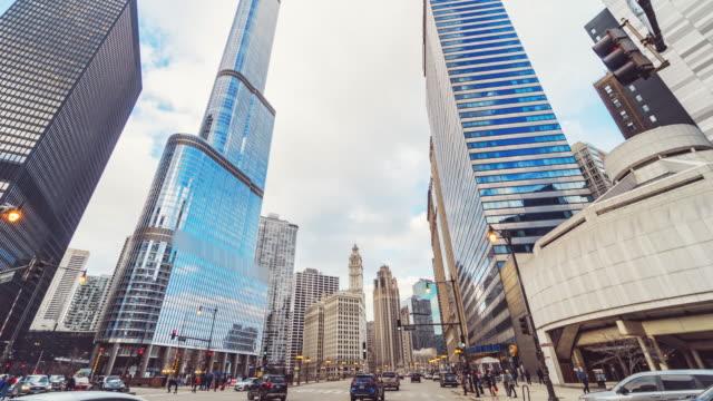 vídeos de stock, filmes e b-roll de lapso de tempo da rua da cidade de chicago com tráfego - metrô de chicago