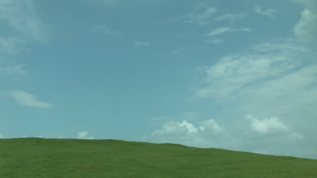 time lapse of clouds in sky over green field - 青点の映像素材/bロール