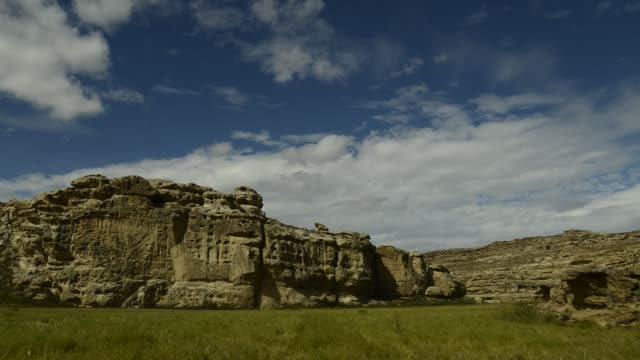 time lapse of clouds moving over cliffs - provinz chubut stock-videos und b-roll-filmmaterial