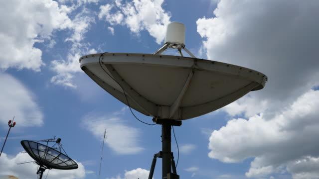 vídeos y material grabado en eventos de stock de lapso de tiempo de nubes moving de antena parabólica antenas - antena parte del cuerpo animal
