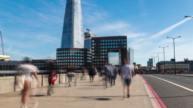 LONDON: Time Lapse of commuter on London Bridge