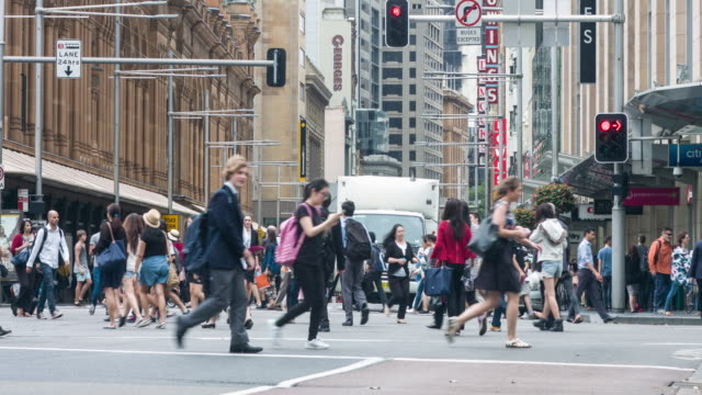 vídeos de stock, filmes e b-roll de time lapse of commuters in george st, sydney - sydney australia
