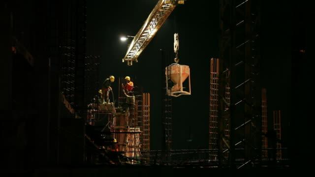 vídeos de stock e filmes b-roll de lapso de tempo de local de construção - aço