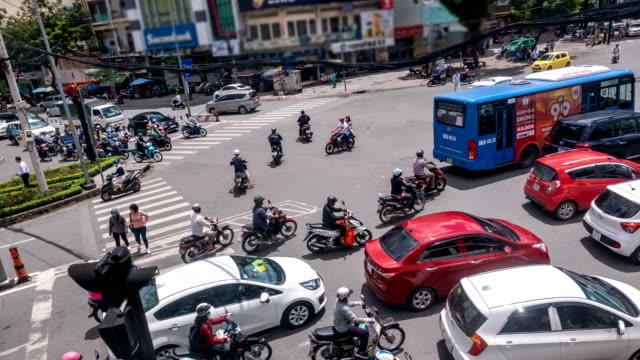 vídeos de stock e filmes b-roll de 4k time lapse of crazy traffic in ho chi minh city, vietnam - acidente evento relacionado com o transporte