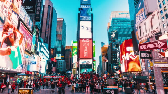 vídeos de stock e filmes b-roll de 4k time lapse of crowd anonymous tourist walking and visiting times square area at twilight time, new york, united states, usa, travel and landmark with business concept - square