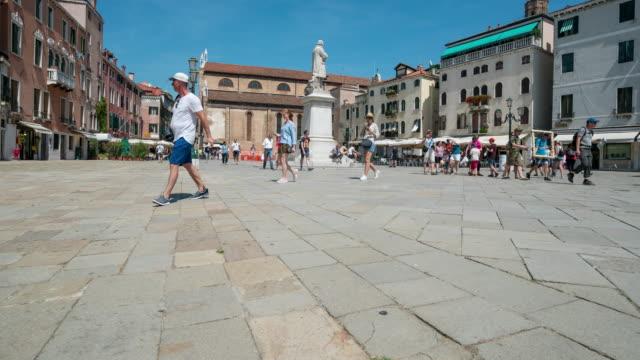 Zeit Ablauf der Menschenmenge zu Fuß am Markusplatz, Venedig