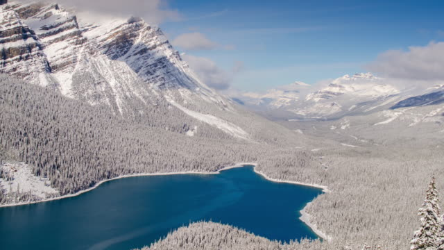 time lapse of daylight at peyto lake with snow at the winter time - banff stock videos & royalty-free footage