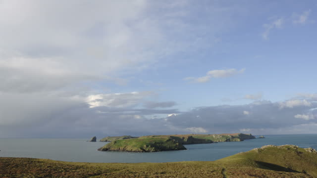 stockvideo's en b-roll-footage met time lapse of deer park, skomer island, pembrokeshire in wales - pembrokeshire