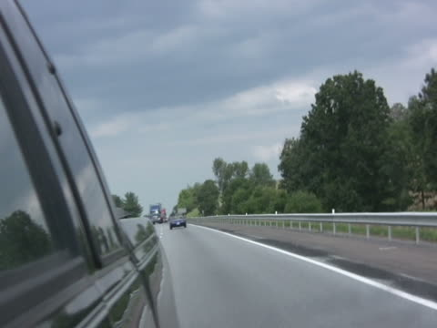 stockvideo's en b-roll-footage met time lapse of driving through mirror ntsc - achterstevoren