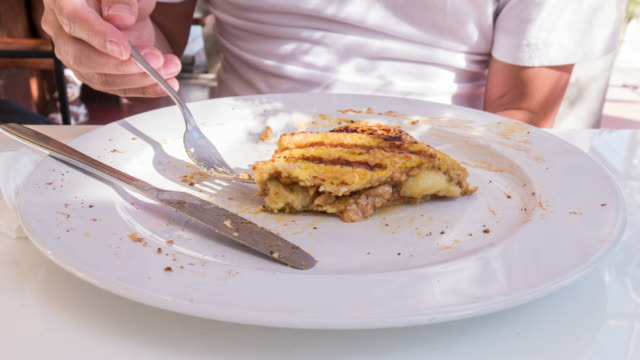 Time lapse of Eating French toast