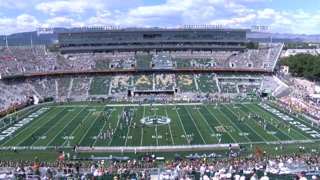 time lapse of fans filling up colorado state stadium for the home opener against oregon state . - oregon us state点の映像素材/bロール
